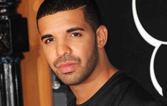"Drake #1 al mondo nello streaming su Spotify. Il video di ""Hotline Bling"" e' il fenomeno virale del 2015"