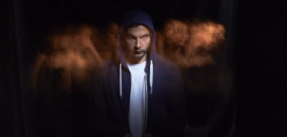 """Lustro, """"L'anno della luce"""" nuovo album disponibile da oggi e """"Cerco"""" è il primo video"""