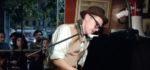 Lorenzo Kruger a Orizzonti sfida la pioggia con un megafono e un pianoforte