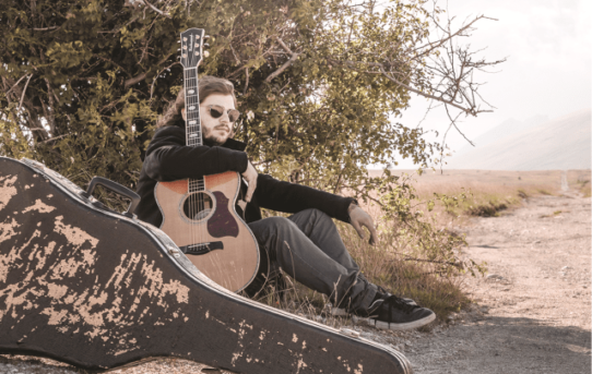 Past, Present and Let's Hope di Daniele Mammarella, in fingerstyle with trust